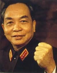 Viện Hàn Lâm hoàng gia Anh vinh danh ông là người đánh đổ hai chế độ thực  dân cũ và mới, bậc thầy của chiến tranh du kích.
